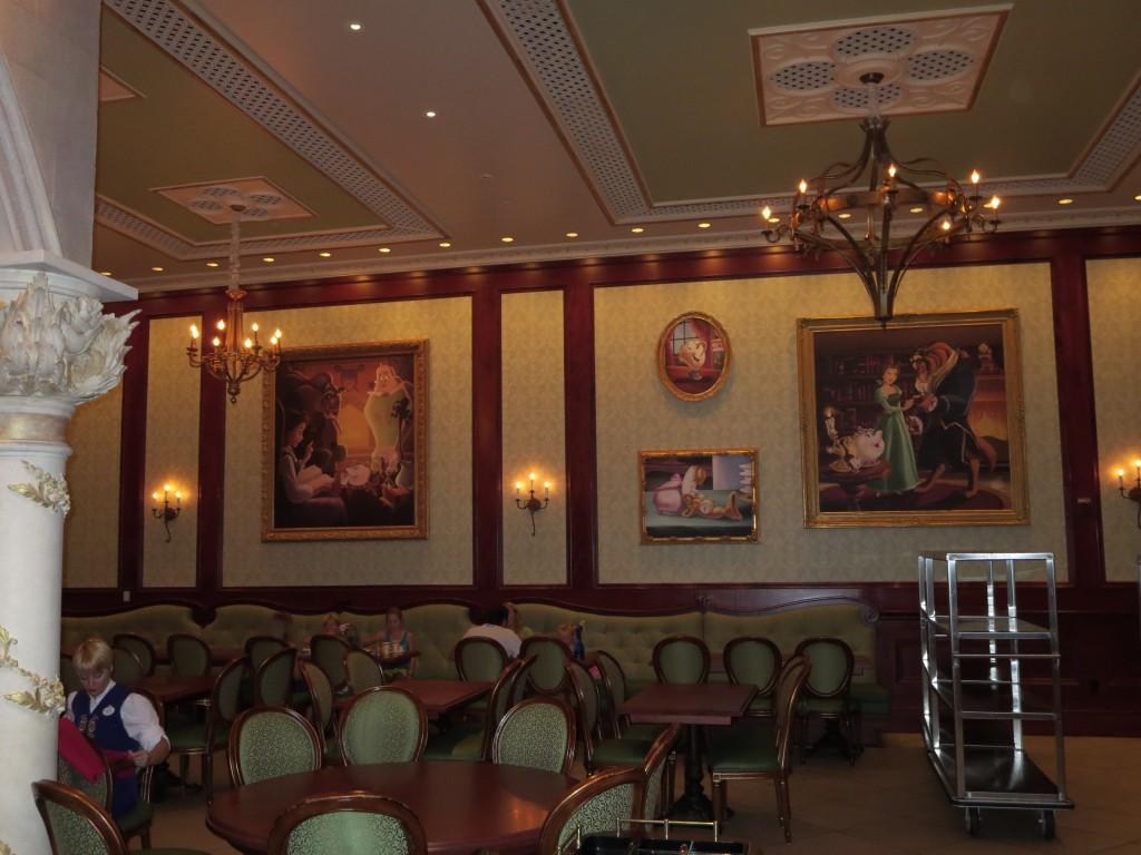 Rose gallery room