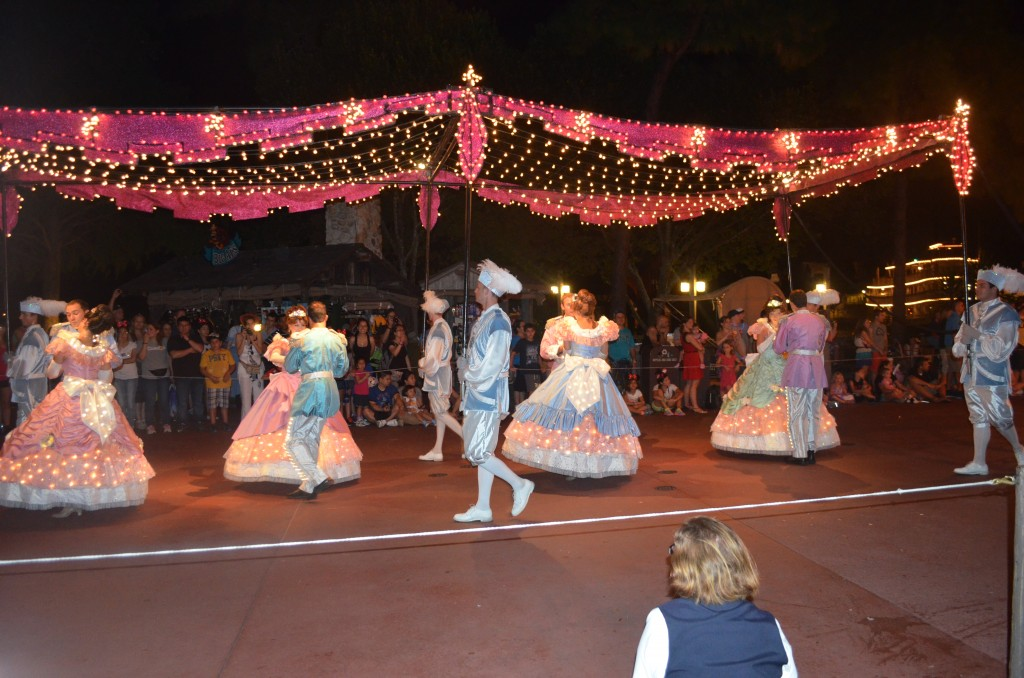 I love this canopy and lighted costumes! It's one of my favorite parts!